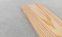 杉燻煙処理の浮造りフロア材