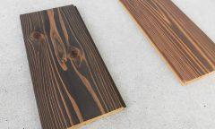 杉燻煙処理の浮造りフロア材(塗装品)